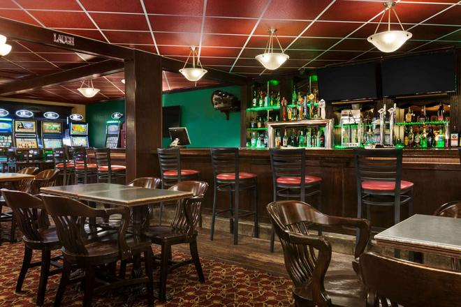 Travelodge by Wyndham, Lloydminster - Lloydminster - Bar