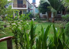 Gardenview Homestay Siargao - General Luna - Vista del exterior