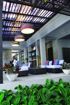 OYO 240 Ketawa Pet Friendly Hotel - Chiang Mai - Patio