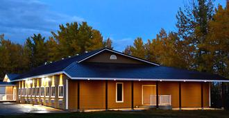 The Lion Inn & Suites - Chetwynd - Edificio