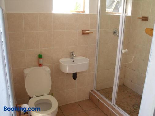 Rainbow Guesthouse - East London - Bathroom