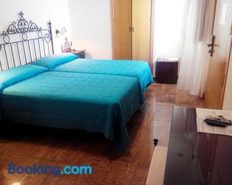 Hotel Plaza Escribano - Moguer - Bedroom