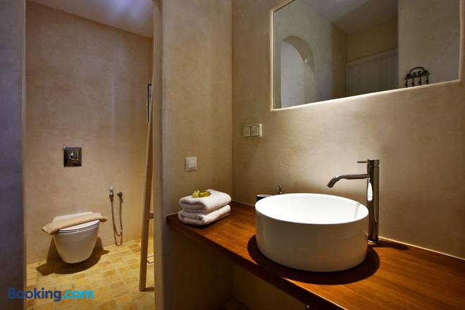 Baba Houlakia - Faros Armenistis - Bathroom