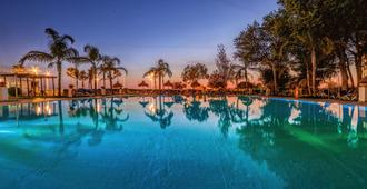 Hotel Puertobahia & Spa - El Puerto de Santa María - Pool