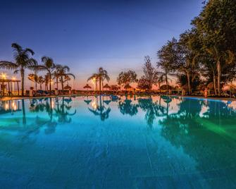 Hotel Puertobahia & Spa - Ель-Пуерто-де-Санта-Марія - Басейн