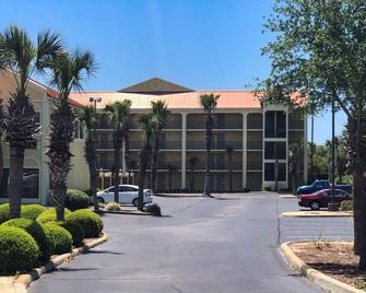 Quality Inn & Suites - Miramar Beach - Gebäude