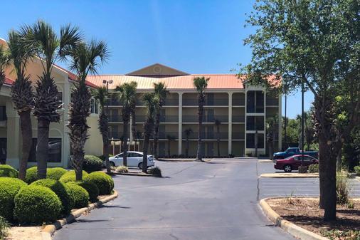 Quality Inn & Suites - Miramar Beach - Building