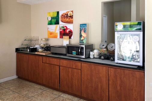 Quality Inn & Suites - Miramar Beach - Buffet