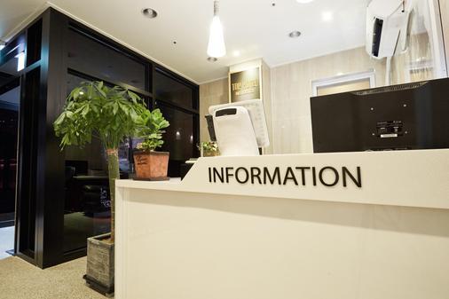 Top Hotel And Residence Insadong - Сеул - Ресепшен