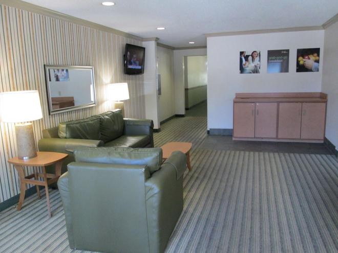 Extended Stay America - Dallas - Bedford - Bedford - Living room
