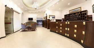 Grand Hotel Capodimonte - Naples - Front desk