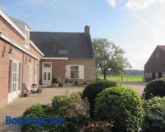 B&B Boerderij Wijtvliet - Zevenbergen - Gebäude