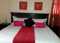 Phomolo Guest House - Maseru - Bedroom
