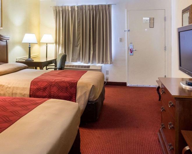 Econo Lodge Chesapeake Route 13 and I-464 - Chesapeake - Bedroom