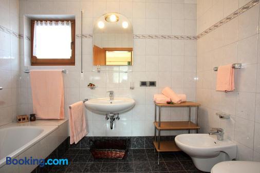Ciasa Rudiferia Appartamenti in Alta Badia - Badia/Abtei - Bathroom