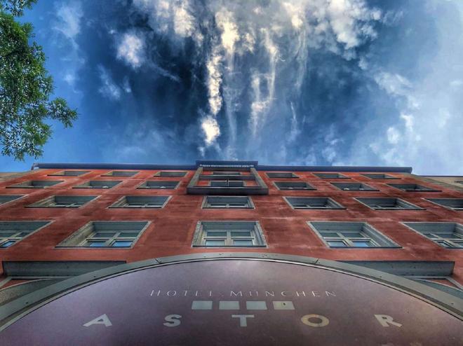 Hotel Astor - Munich - Building