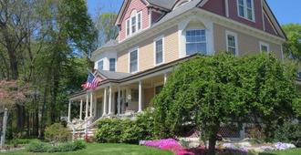 The Sleigh Maker Inn Bed and Breakfast - Westborough