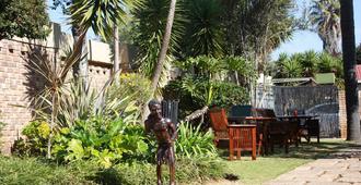 African Dreams Lodge - Kempton Park - Innenhof
