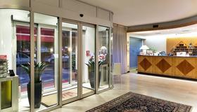Hotel The Originals Milan Nasco (ex Qualys-Hotel) - Milan - Front desk