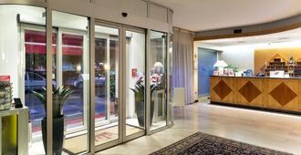 Hotel The Originals Milan Nasco (ex Qualys-Hotel) - מילאנו - דלפק קבלה