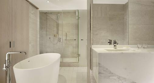 Hyatt Regency Paris Etoile - Paris - Bathroom