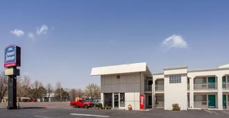 Howard Johnson by Wyndham Colorado Springs - Colorado Springs - Building