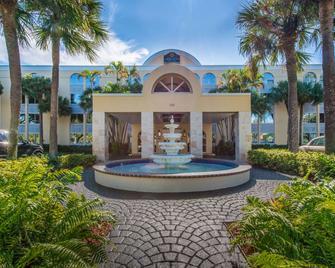 La Quinta Inn & Suites by Wyndham Deerfield Beach I-95 - Дирфилд-Бич - Здание
