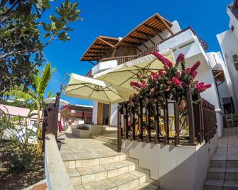 Salav Guesthouse - Praia - Außenansicht