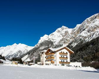 Hotel Alpin - Colle Isarco/Gossensaß - Building