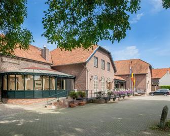 Hotel Restaurant De Roosterhoeve - Roosteren - Building