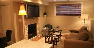 Roscoe Village, Modern, Lakeview, Close to Cubs, 99 winter special~Cozy - Chicago - Sala de estar