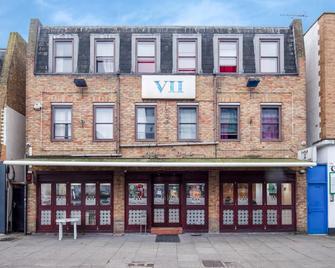 OYO VII Hotel - Hounslow - Building