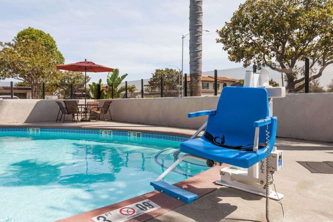 Days Inn by Wyndham Santa Maria - Santa Maria - Pool