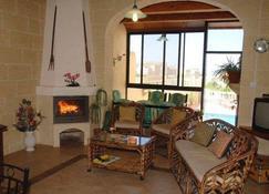 Tal-Bir Farmhouse - Xewkija - Living room