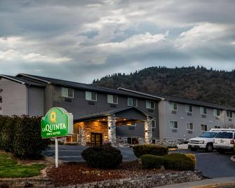 La Quinta Inn & Suites by Wyndham Grants Pass - Grants Pass - Gebäude