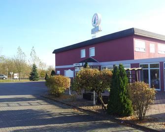 Hotel & Restaurant Zur Fichtenbreite - Klieken - Edificio