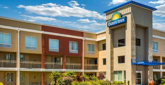 Days Inn by Wyndham Florence Near Civic Center - Florence - Building