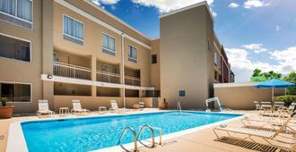 Days Inn by Wyndham Florence Near Civic Center - Florence - Pool