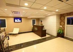 Crest Executive Suites - Bangalore - Vastaanotto