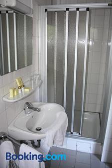 Hotel Haus Hubertus - Schneverdingen - Bathroom
