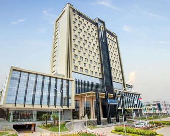 Wyndham Opi Hotel Palembang - Palembang - Building