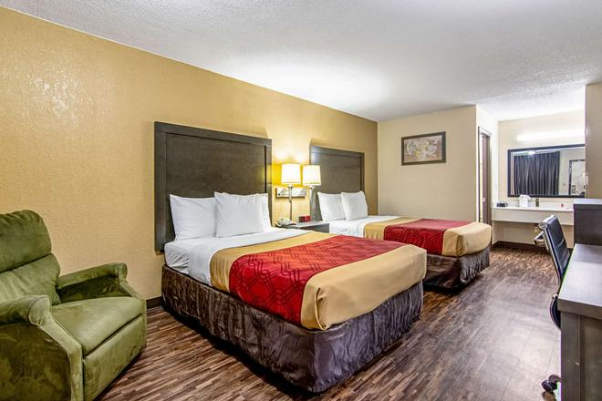Econo Lodge Inn & Suites Matthews - Charlotte - Matthews - Bedroom