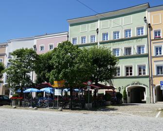 Hotel Bayerischer Hof - Burghausen - Building