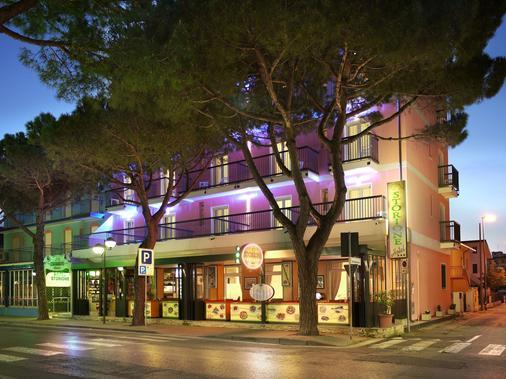 Hotel Storione - Jesolo - Toà nhà