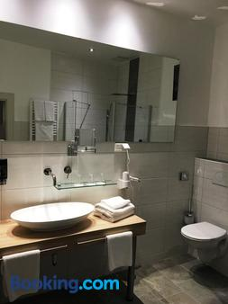 Hotel Central - Bamberg - Bathroom