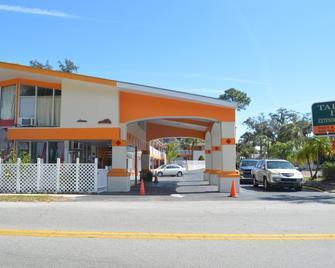 Tarpon Inn - Tarpon Springs - Building