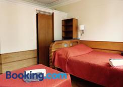Hôtel Marignan - Paris - Bedroom