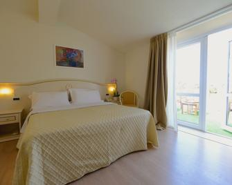 Hotel Viscardo - Forte dei Marmi - Bedroom