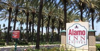 Alamo Inn & Suites - Anaheim - Utsikt