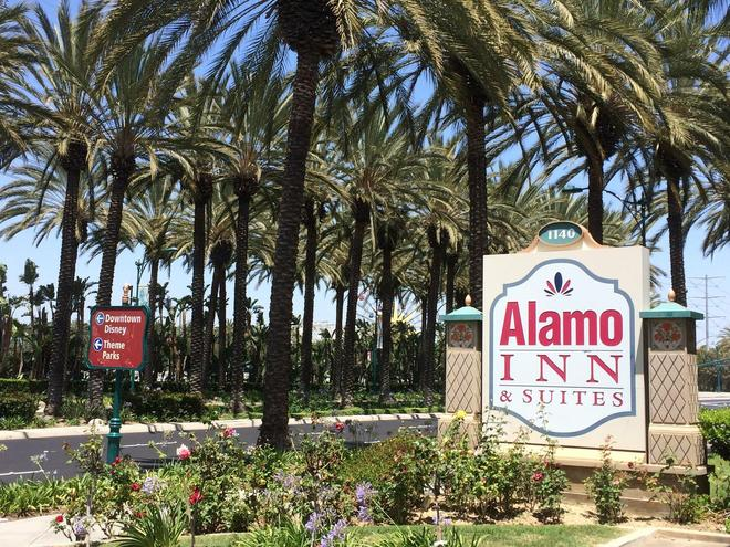 Alamo Inn & Suites - Anaheim - Outdoor view